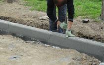 Асфальтирование придомовой территории многоквартирного дома: какой асфальт лучше для двора, кто должен делать, как запросить ямочный ремонт?