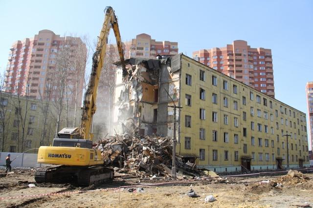 Аварийное жилье: что это такое, как и где узнать является ли многоквартирный или частный дом таковым или нет, в каком  состоянии должно быть жилое помещение?