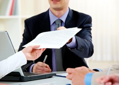 Можно ли произвести выписку из квартиры по доверенности: образец документа и необходимые условия