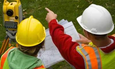 Кто делает межевание земельного участка? Где заказать определение границ участка, входят ли в Росреестр кадастровые инженеры и какие организации занимаются межеванием, а также, как правильно выбрать фирму и специалиста по межеванию земель?