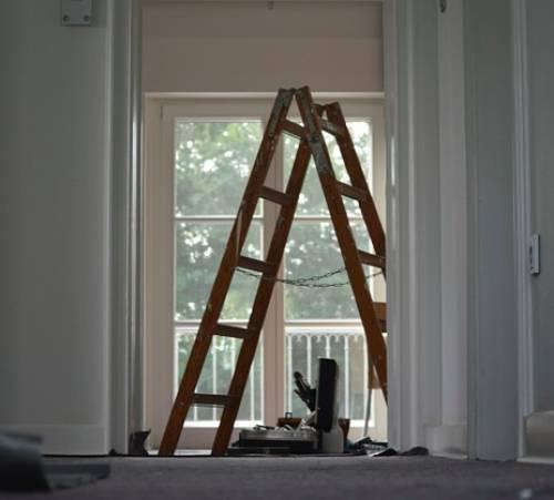 Какие работы входят в капитальный ремонт многоквартирного и многоэтажного дома: перечень видов работ и услуг, которые относятся к обязательным для зданий и сооружений, общего имущества в МКД