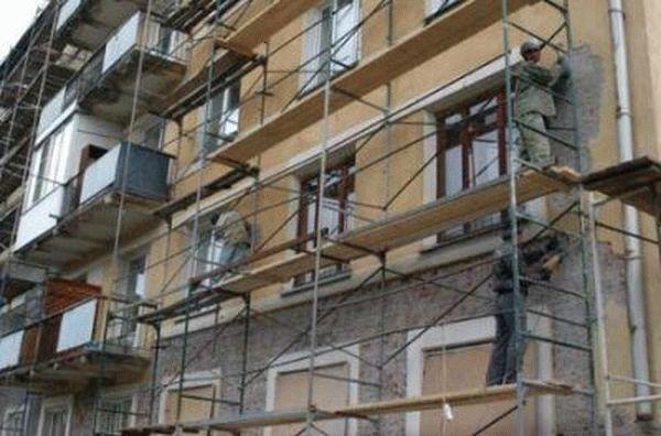 Капитальный ремонт фасада в многоквартирных домах: что это такое, что входит в перечень работ? Технология, а также, что в состоянии дома свидетельствует о необходимости ремонта и кто все это оплачивает?