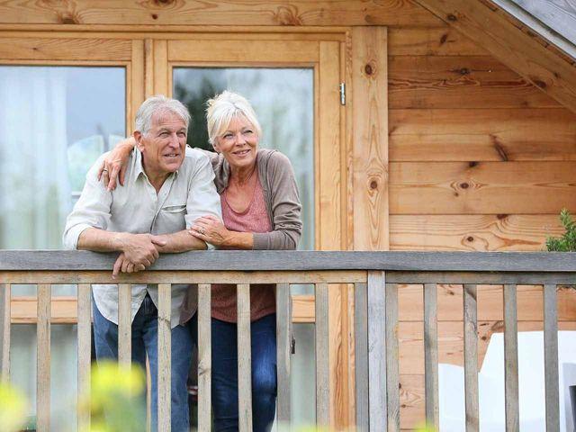 Плата за капитальный ремонт дома пенсионерами старше 80 лет: что говорит закон? Все ли дожны платить, и как получить льготы и компенсации по оплате капремонта после 80 лет?