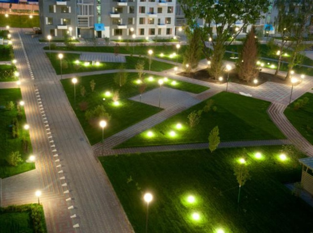 Освещение придомовой территории многоквартирного дома: закон о подсветке дворового участка, а так же что это такое и кто отвечает за осветительные приборы{q}