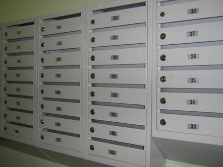 Ремонт почтовых ящиков, козырьков и кодового замка в подъезде - входят ли в косметический (текущий) ремонт многоквартирного дома; куда обратиться, периодичность и этапы