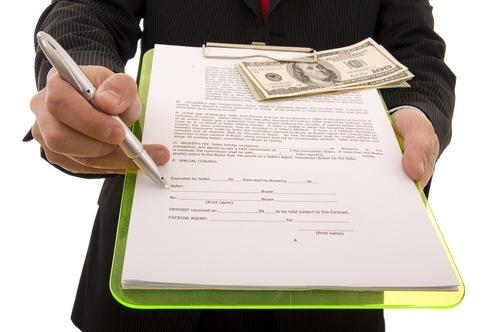 Сколько стоит оформить дарственную на дом и землю? Стоимость услуг нотариуса, налоги и госпошлины
