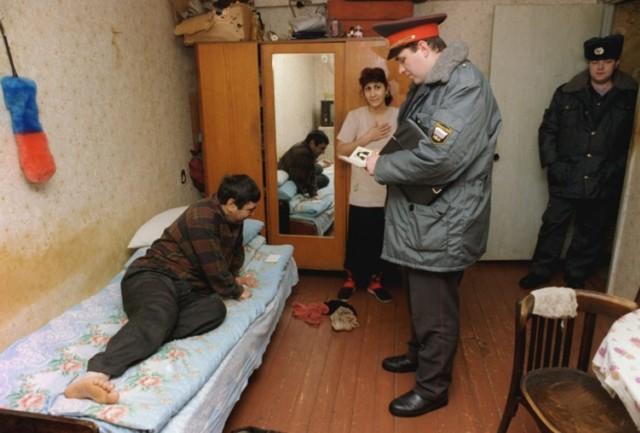 Как происходит выселение из квартиры незаконно проживающих лиц участковым? Куда подается исковое заявление граждан и других документов?