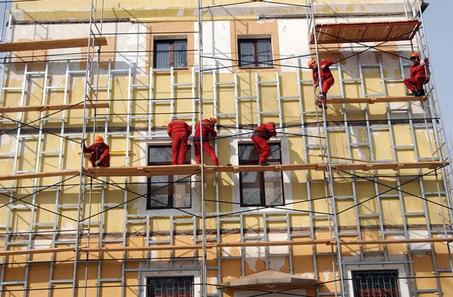 Какие дома включены в программу капитального ремонта многоквартирных домов: нужно ли платить, если здание признано аварийным или на гарантии, сколько лет должно быть жилищу, чтобы не платить и с какого возраста начинаются отчисления на капремонт? Где найти дома, подлежащие капремонту?