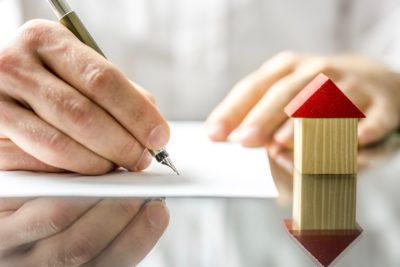 Заявление о переводе жилого помещения в нежилое: образец написания, когда и куда необходимо подавать и какой пакет документов собрать?