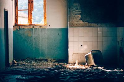 Стоит ли страховать квартиру, зачем это делать и есть ли в этом смысл, а также, что нужно знать при оформлении через платежку за квартиру и что это даст?