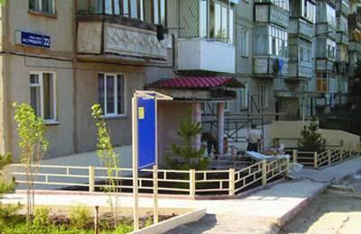 Придомовая территория многоквартирного дома: разрешено ли на ней курение, является ли объектом недвижимого имущества, а также правила обработки от клещей