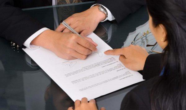 Может ли мать выписать сына или дочь из квартиры без их согласия? Как выписать прописанного родственника, если вы - собственник?