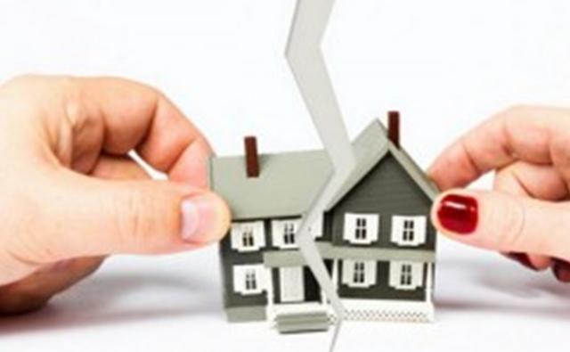 Как подарить свою долю в квартире второму собственнику: можно ли это сделать и как оформить дарственную?