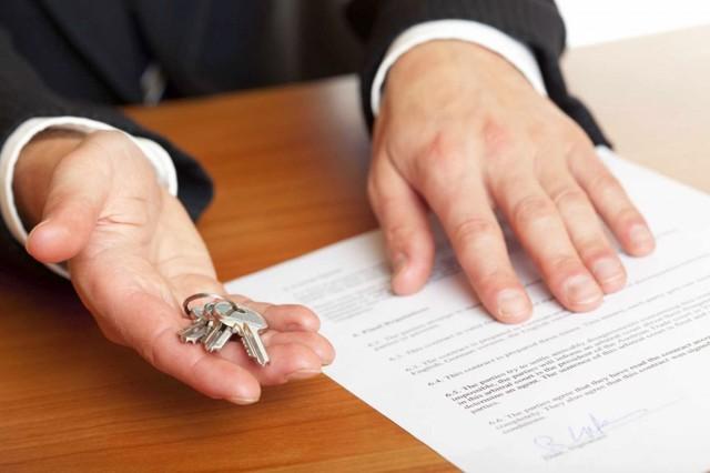 Ипотека на комнату: какие банки готовы ее дать, как ее взять, можно ли купить и продать жилье в коммунальной квартире или в общежитии?