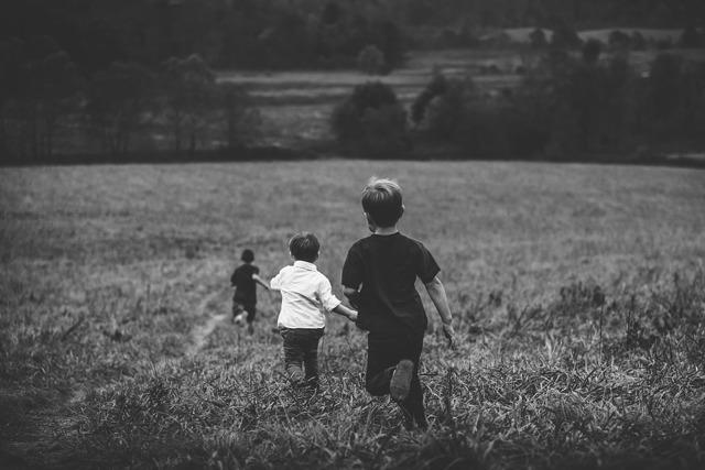 Как выписать ребенка из квартиры при продаже: возможна ли выписка детей собственников, может ли новый собственник выписать несовершеннолетнего? Можно ли выселить в «никуда»?