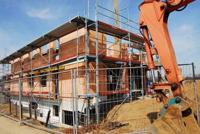 Чем отличается реконструкция от капитального ремонта: в чем разница между этими определениями, нормативы строительства и кто осуществляет для жилых домов?
