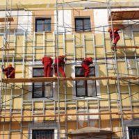 Снос ветхого жилья: что это такое, будут ли ликвидировать жилые многоквартирные дома (например, кирпичные пятиэтажки), признанные аварийными или нет, кто сносит, что дают взамен собственникам, когда это происходит, как выглядит на фото?