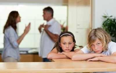 Как оформить дарственную на квартиру, купленную в браке, и может ли муж подарить ее жене? Если квартира подарена в браке, делится ли она при разводе?