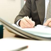 Подлежит ли сервитут государственной регистрации и какие документы необходимы для оформления сервитута на земельный участок физическим и юридическим лицам?