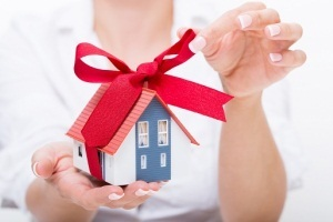 Можно ли отменить дарственную на квартиру: как отозвать и аннулировать при жизни дарителя?