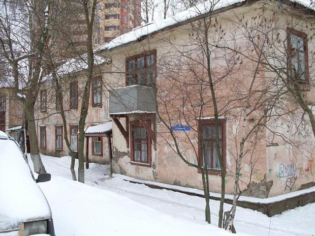 Покупка старого дома: можно ли продать участок в деревне с ветхим жильем, разрешено ли приобретение квартиры в аварийном здании и что учесть в таких сделках?