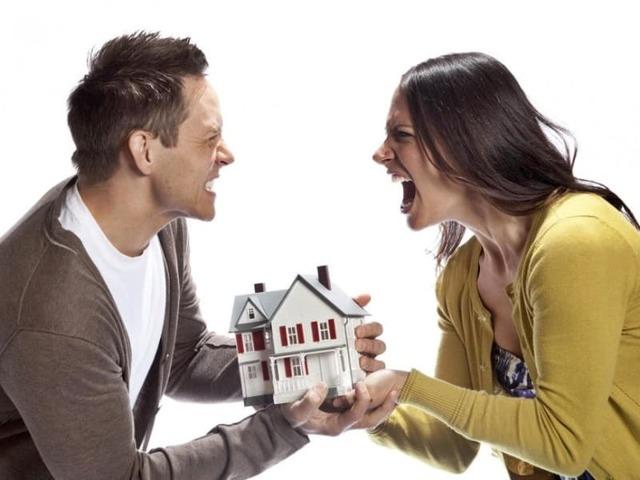 Как делится квартира в ипотеке при разводе, если есть ребенок: один или двое. С чего начать супругам, как быть и что делать с ипотечным жильем, взятым в браке при наличии несовершеннолетних детей, можно ли развестись в таком случае с мужем?